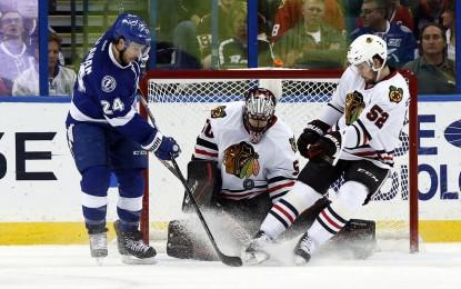 Blackhawks' win streak ends in loss to Lightning